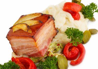 Подкопченная свиная грудинка в медово-пивной глазури