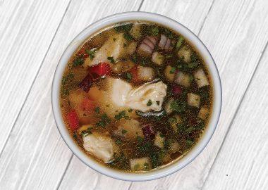 Бульон с куриным филе и овощами