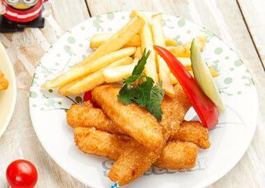 Рыбные наггетсы с картофелем фри