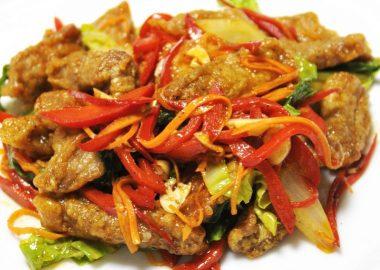 Салат Wok со свининой