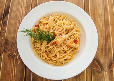 Куриное филе со спагетти фрикасе