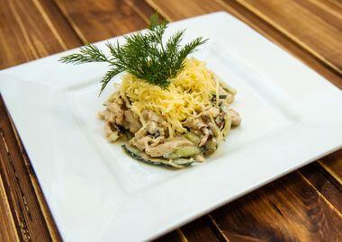 Салат с черносливом и куриным филе
