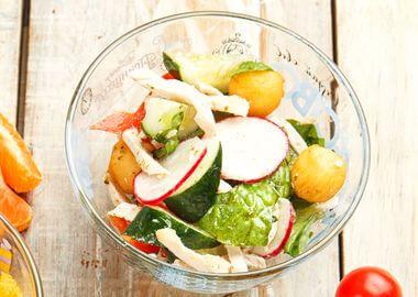 Салат с картофельными крокетами