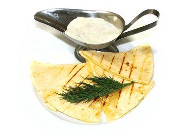 Сыр с зеленью в лаваше