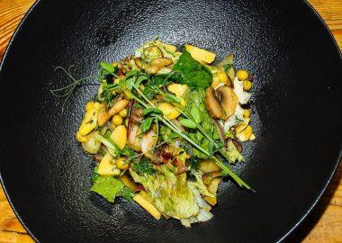 Салат картофельный с зеленью и грибами