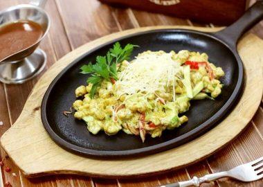 Шпецли с овощами и сыром