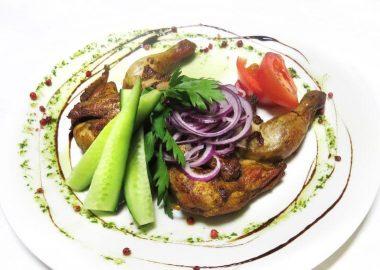 Цыпленок табака с овощами