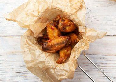 Куриные крылья буффало с сырным соусом