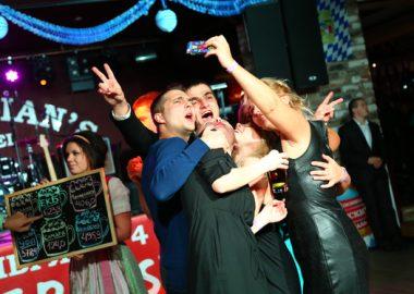 «Октоберфест»: Фестивальный уикенд. «Максимилианс» Екатеринбург —Пивная столица! 26сентября2014