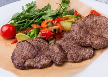 Grilled beef medallions