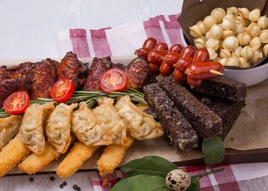 Assorted meat hot appetizers for 4 persons