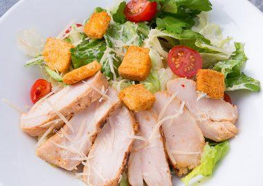 Caesar with chicken fillet