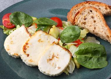 Салат с адыгейским сыром гриль