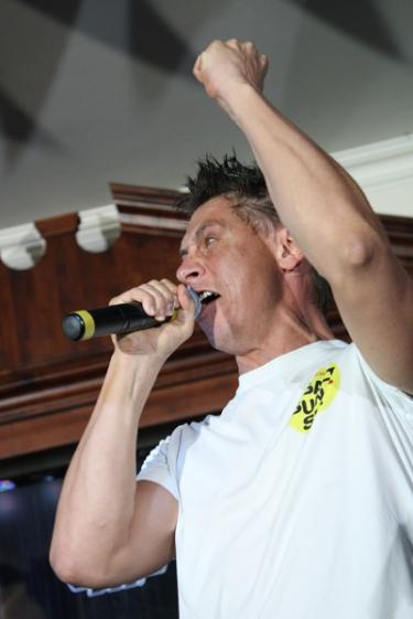 Jukebox Trio + выступление Тимура Батрутдинова и Гавра, 21 мая 2011 - Ресторан «Максимилианс» Казань - 20