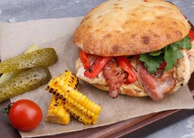 Немецкий сэндвич с курицей и беконом