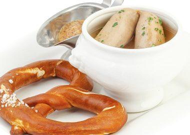 Вайсвурст (Weißwurst),или белая колбаса— cамая известная колбаска изМюнхена