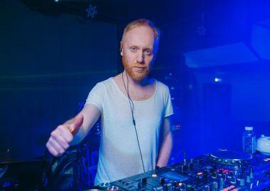 «Дыхание ночи»: Record White Party. DjNejtrino в«Максимилианс» Красноярск, 16июня2018