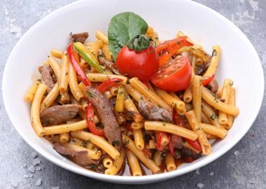 Шпецле с говядиной и овощами