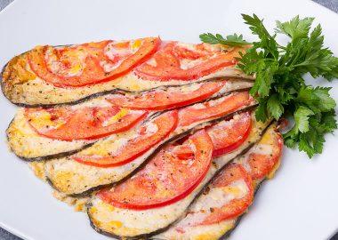 Баклажаны, запеченные с куриным фаршем и томатами