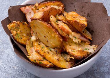 Картофельные скины с беконом и сыром