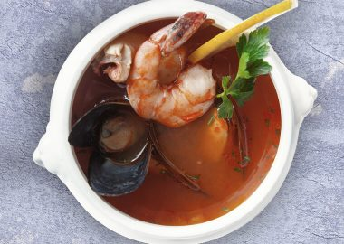 Суп с рыбой и морепродуктами