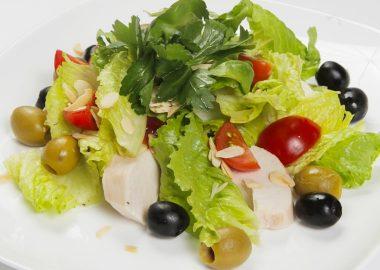 Салат с отварным куриным филе