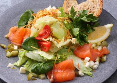 Салат с лососем слабого посола